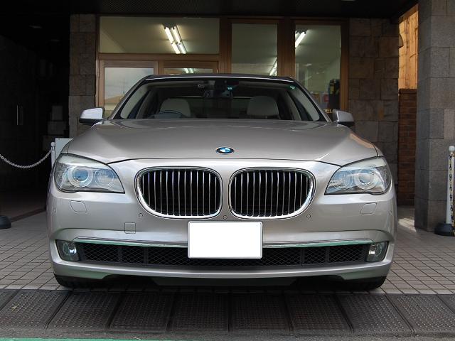 BMW750正面写真