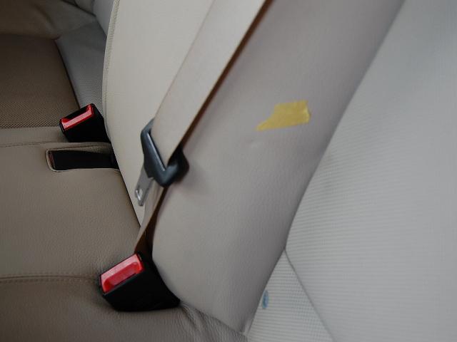 BMWシートベルト樹脂の汚れクリーニング