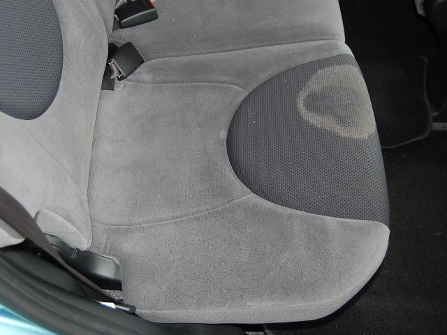 車シートカビ除菌クリーニング作業