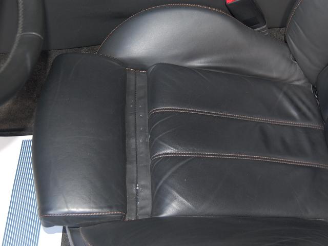 ベントレーコンチネンタル運転席座面