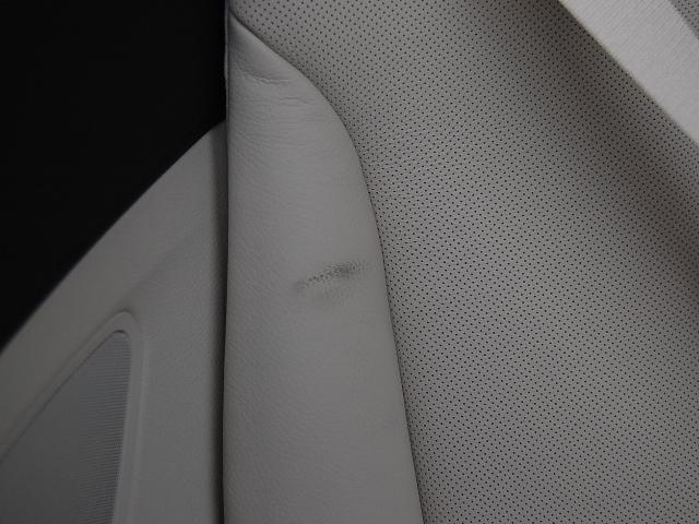シートベルトのスレで黒い汚れ