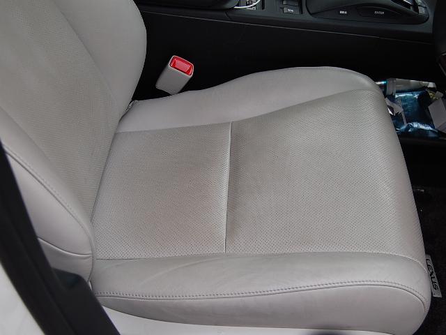 レクサスRX450h運転席レザーの汚れ
