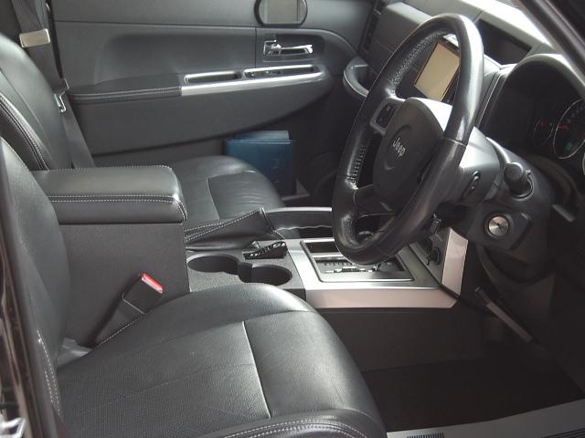 ジープ運転席写真