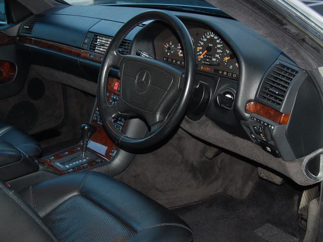 メルセデス・ベンツS500クーペ運転席