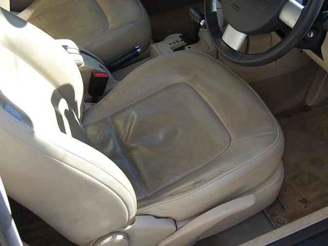 ニュービートルの運転席の汚れ