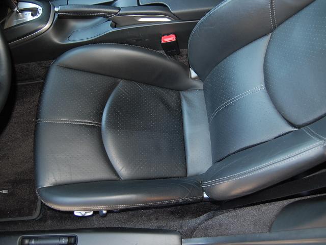車内クリーニング・黒レザーシート