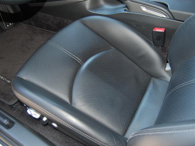 ポルシェ911黒レザーシート汚れクリーニング